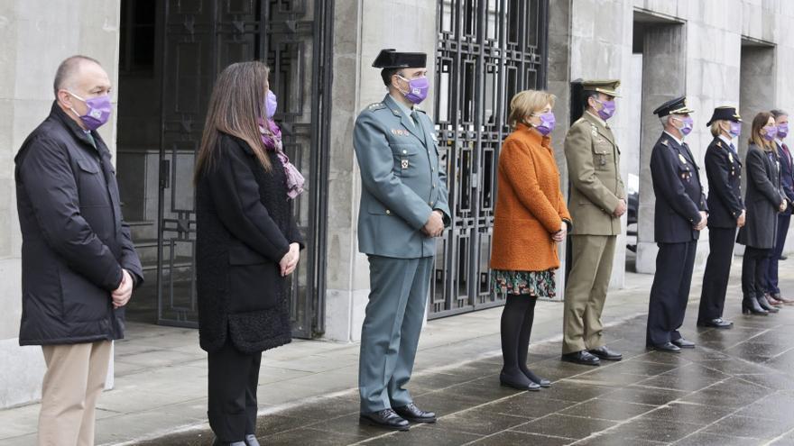 Oviedo y Gijón enmudecen a mediodía para homenajear a las mujeres asesinadas