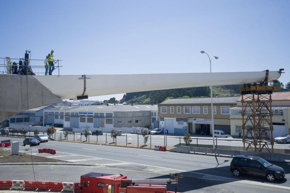 La estructura, de 200 metros de longitud,  se pondrá a disposición de los vecinos este verano para mejorar la movilidad y seguridad vial en el entorno.