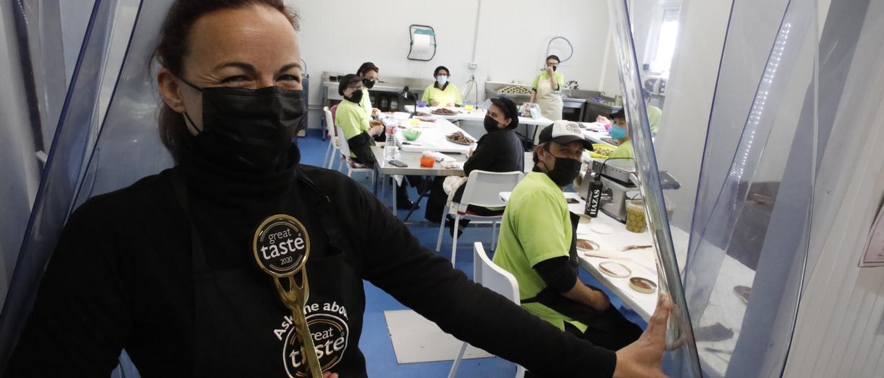 Ana Labad en su fábrica de Lastres