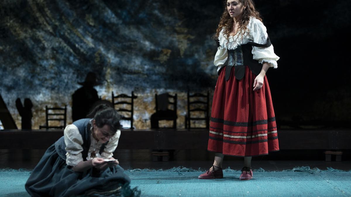 Una escena de 'Peribánez y el comendador de Ocaña', que mañana se representa en Cáceres, en la plaza de las Veletas.