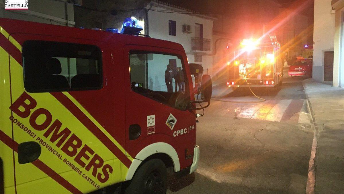 Rescatan a tres personas en el incendio de una casa en Sot de Ferrer