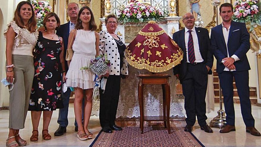 La UD Alzira ofrece un nuevo manto a la Virgen del Lluch