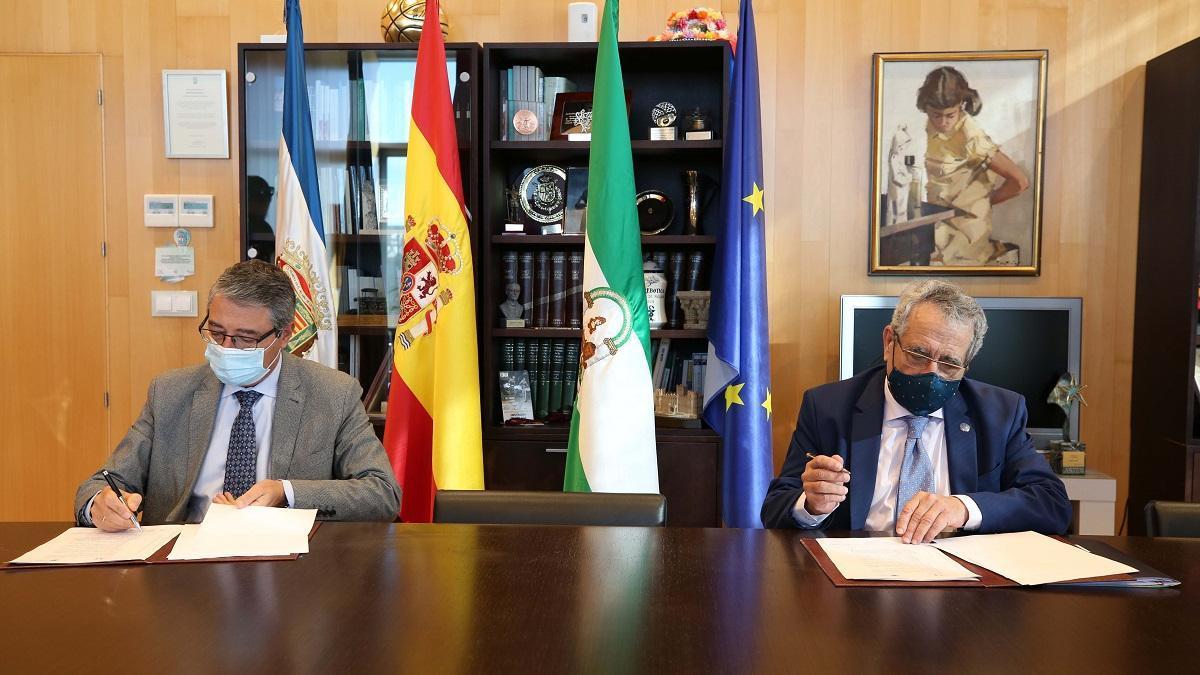 Salado y Narváez firman el convenio de colaboración entre la Diputación y la Universidad de Málaga.