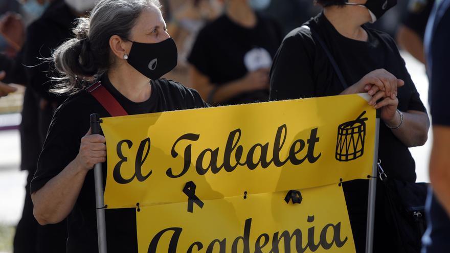 Manifestación de profesionales de la indumentaria tradicional valenciana.