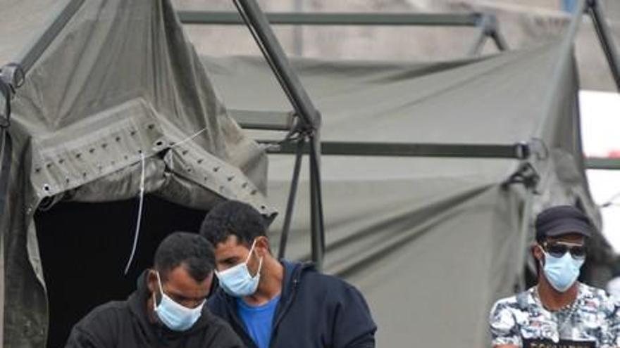 El muelle de Arguineguín vuelve a acoger a 229 migrantes