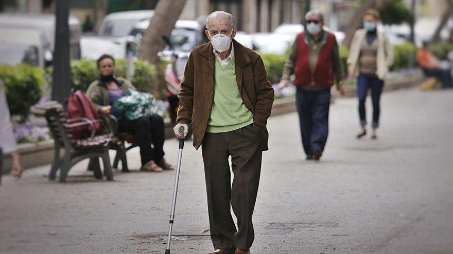 El Archipiélago inicia la vacunación entre las personas de más de 80 años