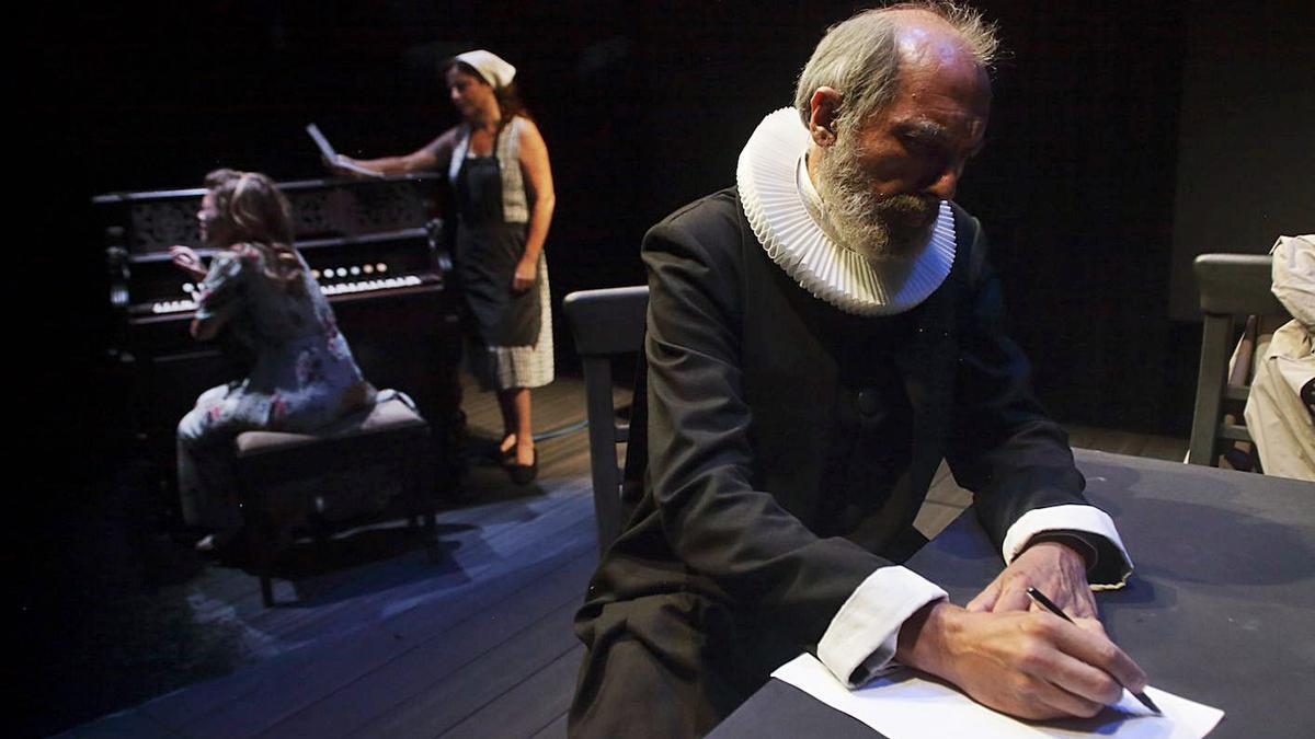 Una escena de «Dinamarca», en el Teatre Rialto.   LEVANTE-EMV