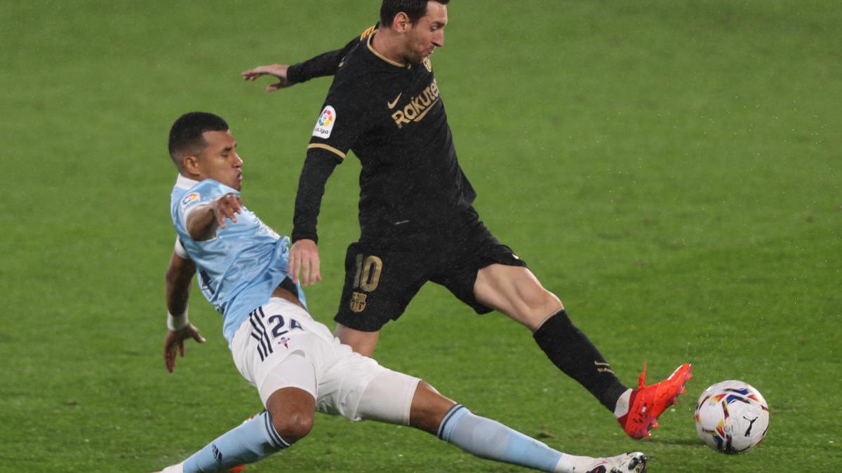 Murillo marca a Messi en Balaídos.