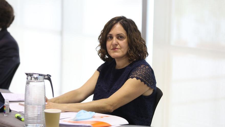 """Eva Crisol: """"El bipartito de Elche quiere que el Ayuntamiento sea la puerta giratoria de sus amigos"""""""