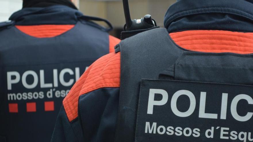 Detenen tres acusats de robar en aparcaments de supermercats al Baix Nord