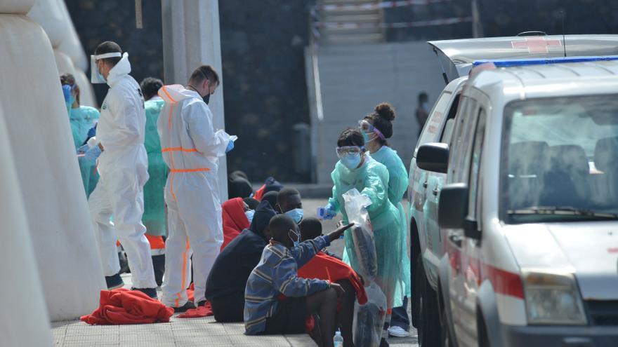 Los migrantes rescatados este miércoles cerca de Canarias ascienden a 106