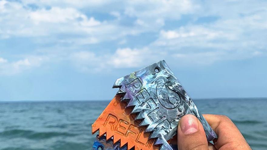 Llega Reflip, el proyecto de dos valencianos para impulsar una marca de productos de surf con materiales reciclados
