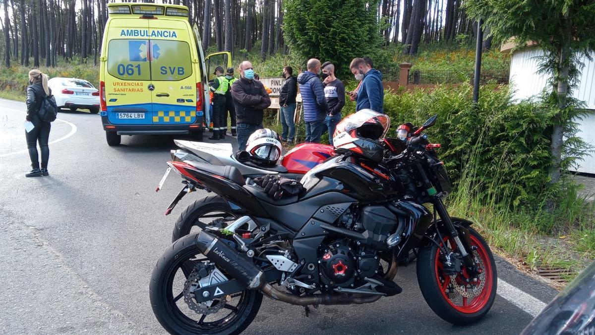 Las dos motos que colisionaron en Vila de Cruces.//P.C. Cruces