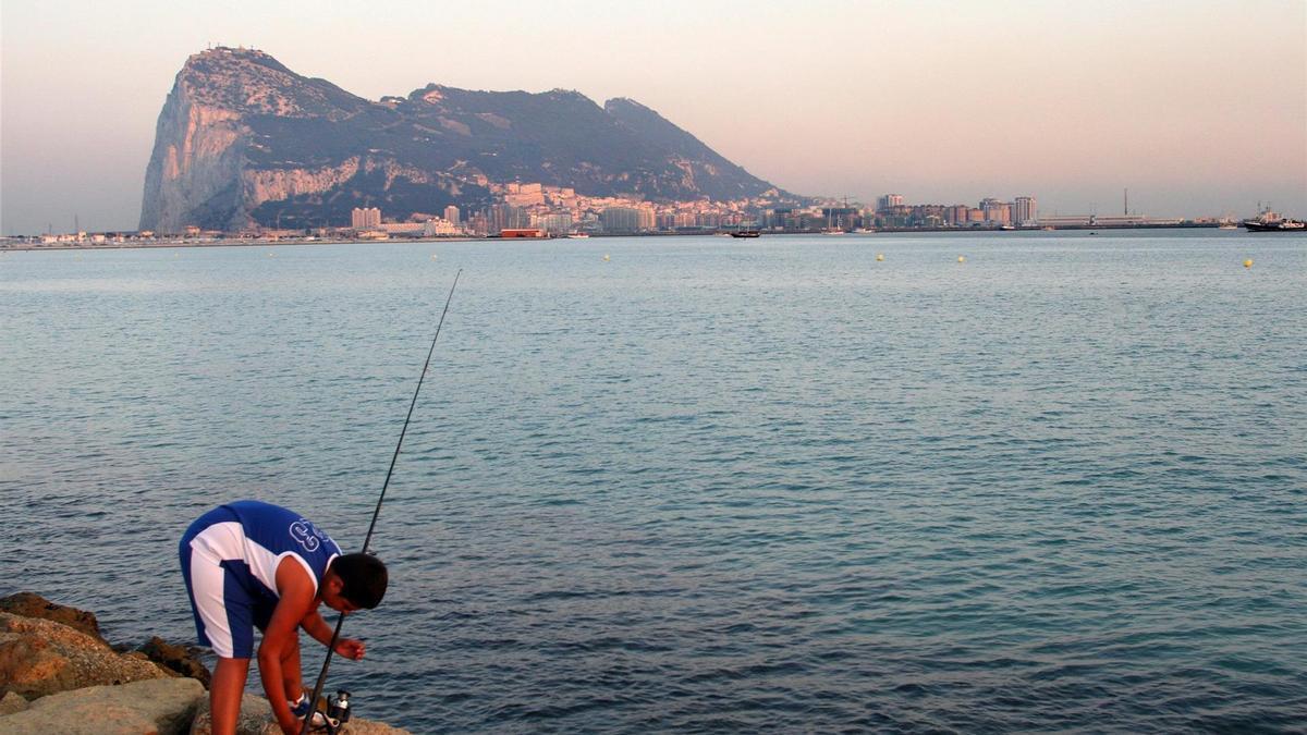 Aguas de Gibraltar, con el Peñón al fondo.