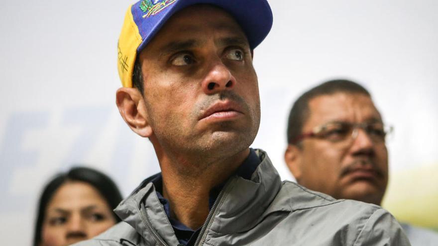 Capriles, retenido en el aeropuerto de Caracas