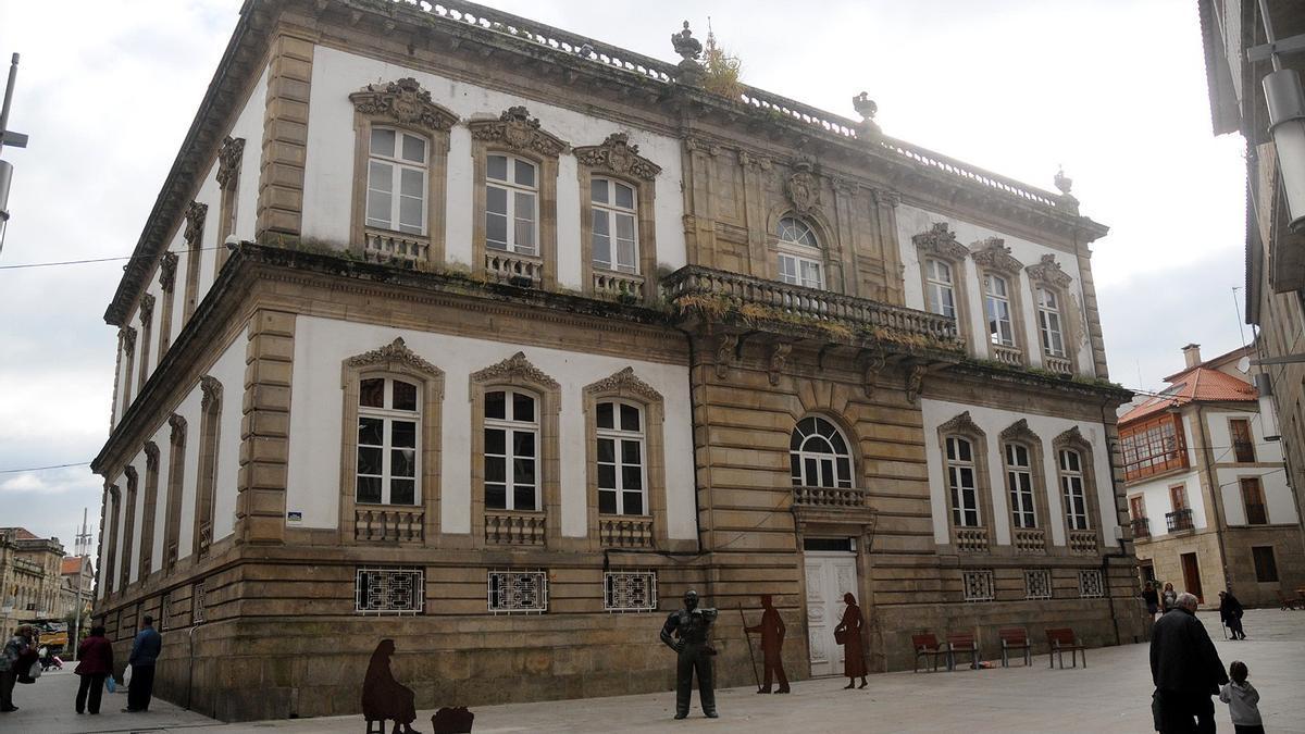 Fachada de la Rúa Alhóndiga, que fue la principal en el edificio original del Concello de Pontevedra.