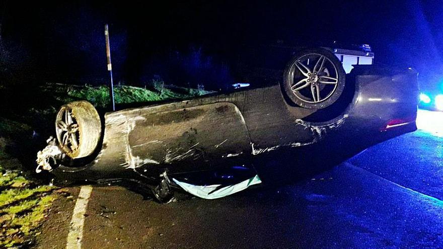 Herido al volcar su coche cerca del puerto de San Lorenzo, en Teverga