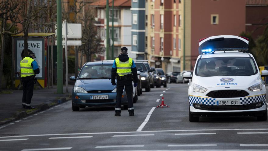 Un ciclista provoca un accidente en Avilés y cuadruplica la tasa de alcoholemia