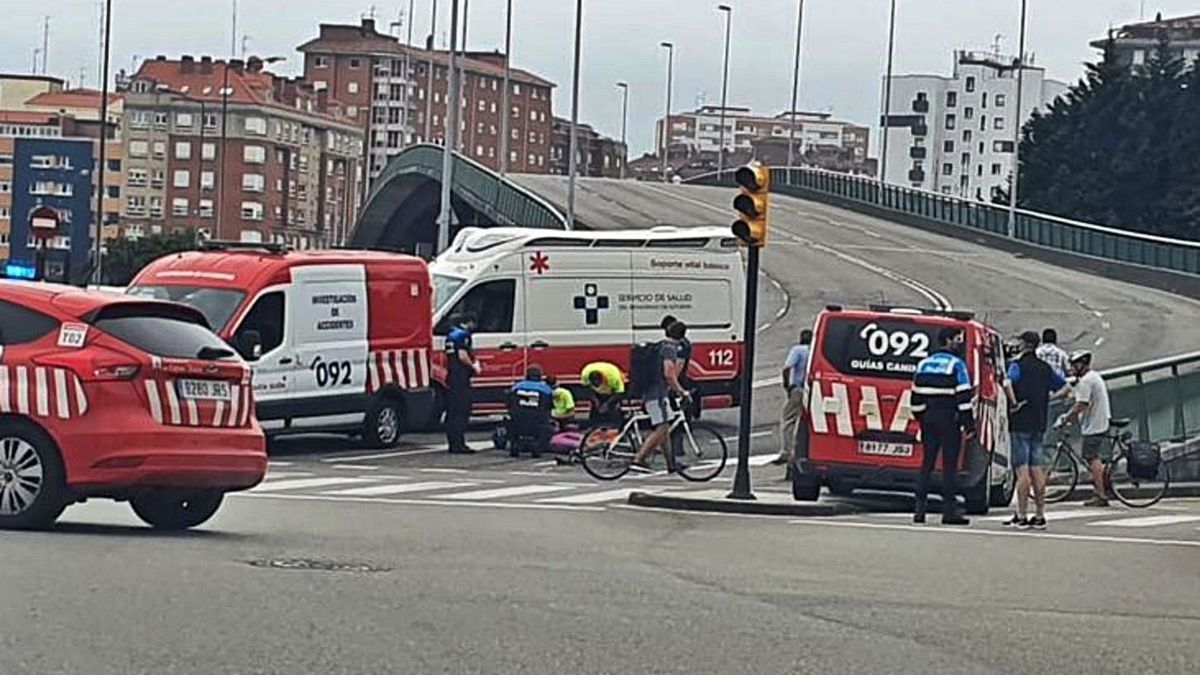 Amplio despliegue para socorrer a un ciclista accidentado en Carlos Marx  | SANTOVEÑA