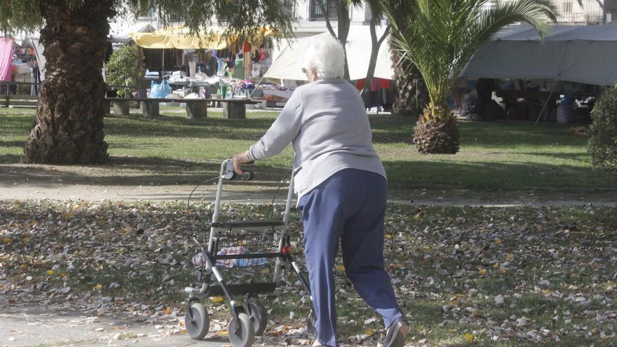 La pandemia acentúa la soledad en Castilla y León: 307.900 personas vivían solas en 2020