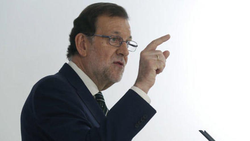 """Rajoy promete rebajar el IRPF en dos puntos """"a todos"""""""