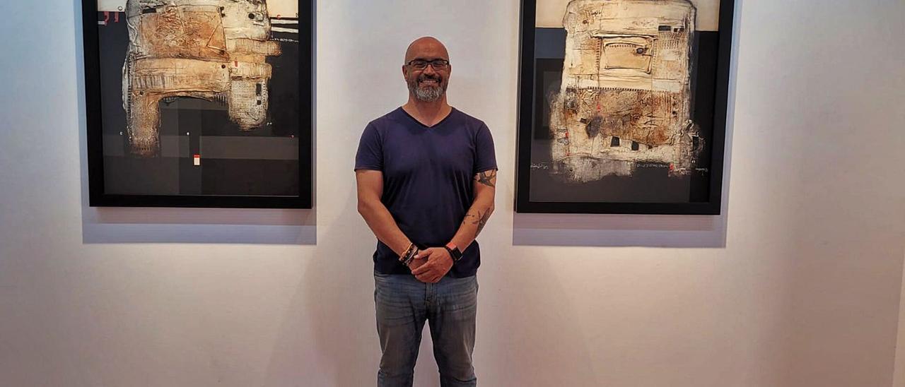 José Riquelme: «En algunos de mis cuadros hay algo de la lava líquida que llegó a Tirimaga»