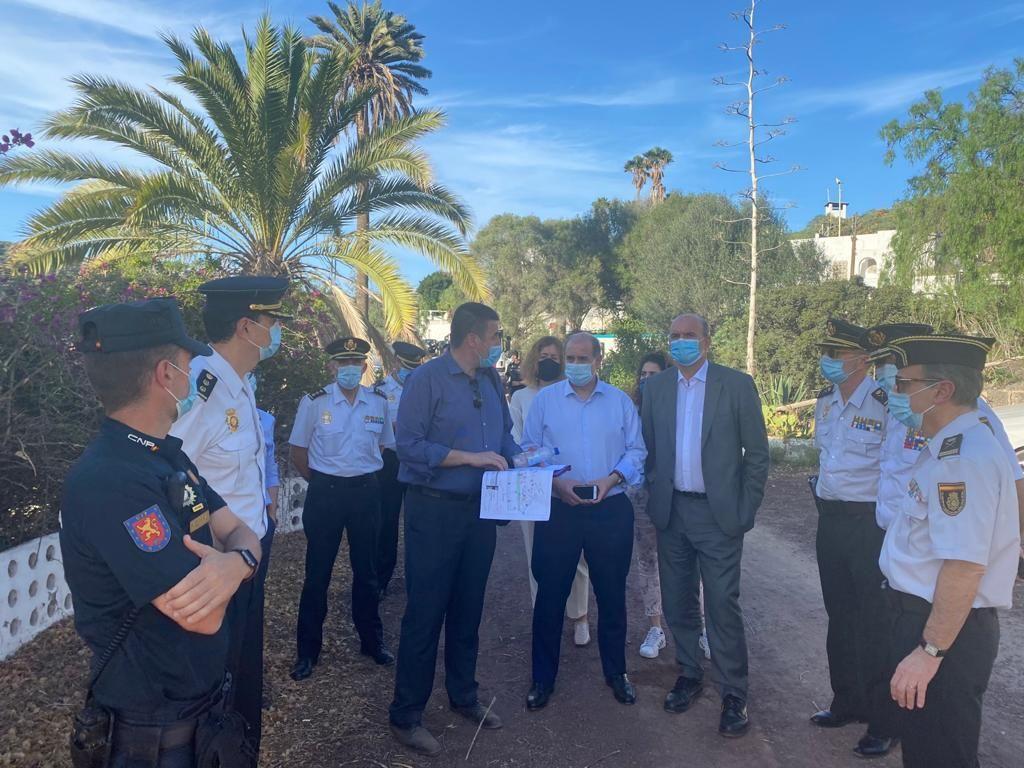 Visita del Delegado del Gobierno al CATE de Barranco Seco