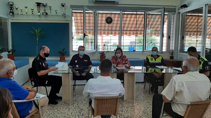 Reunión de vecinos con la Subdelegación para mejorar la seguridad en las playas