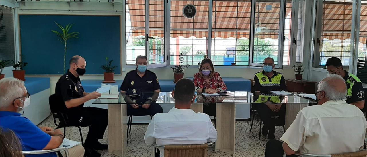 Reunión de seguridad de los vecinos con la subdelegada del Gobierno en Alicante.