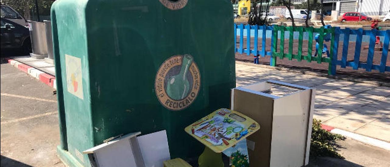 El exceso de trastos en las calles de la Comarca obliga a multar a 30 vecinos