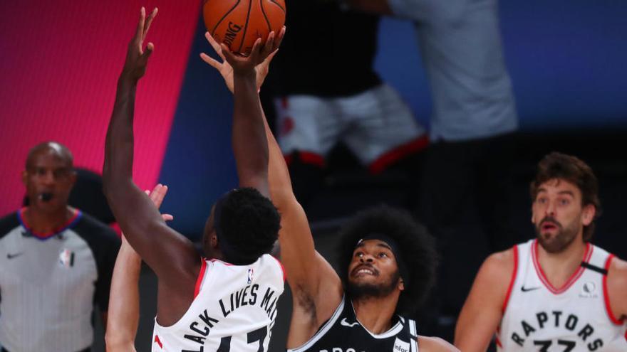Los Raptors inician con triunfo su camino en los playoffs