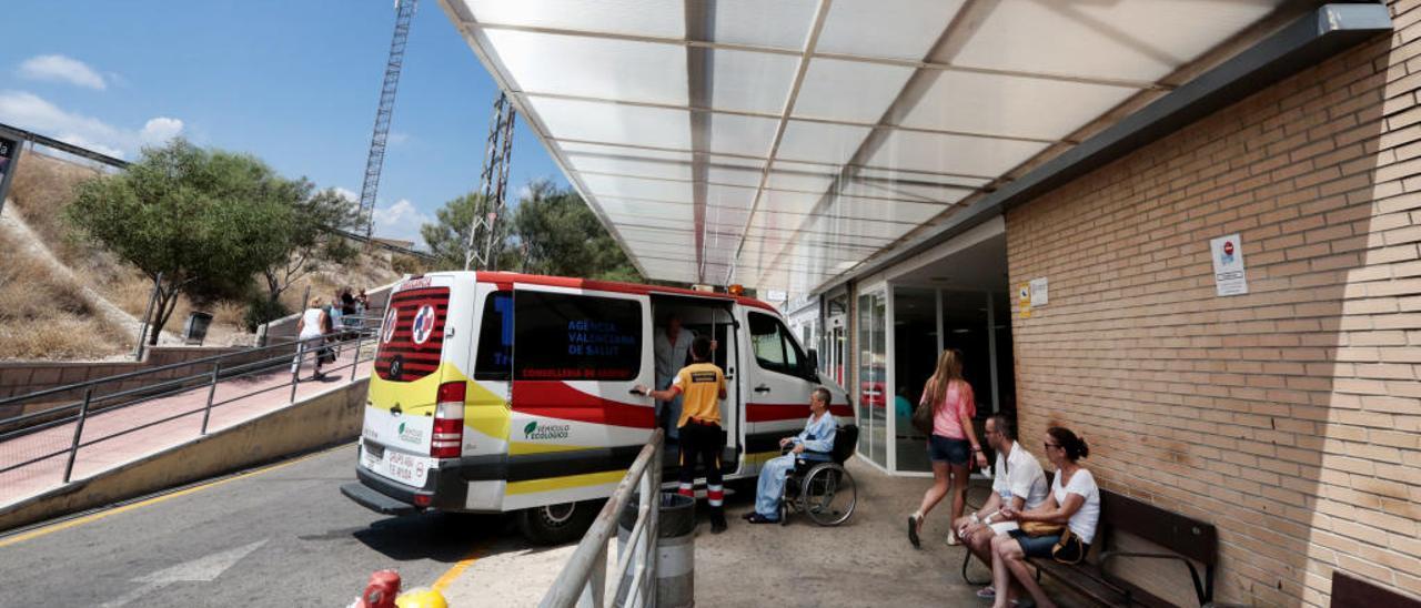 Imagen del acceso al servicio de urgencias del Hospital de La Vila, que es de ámbito comarcal.