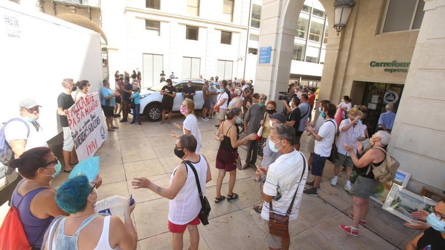 El Banco de Cuidados protesta contra el traslado de Alicante Gastronómica y su iniciativa solidaria