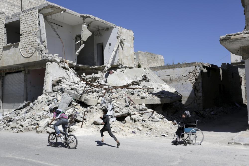 La vida sigue en el pueblo controlado por los rebeldes sirios de Maaret al-Numan, en la provincia de Idlib.
