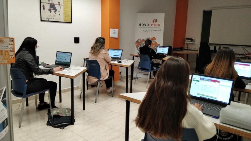 La Fundación 'la Caixa' y la Fundación Accenture se unen contra la brecha digital de las personas en riesgo de exclusión