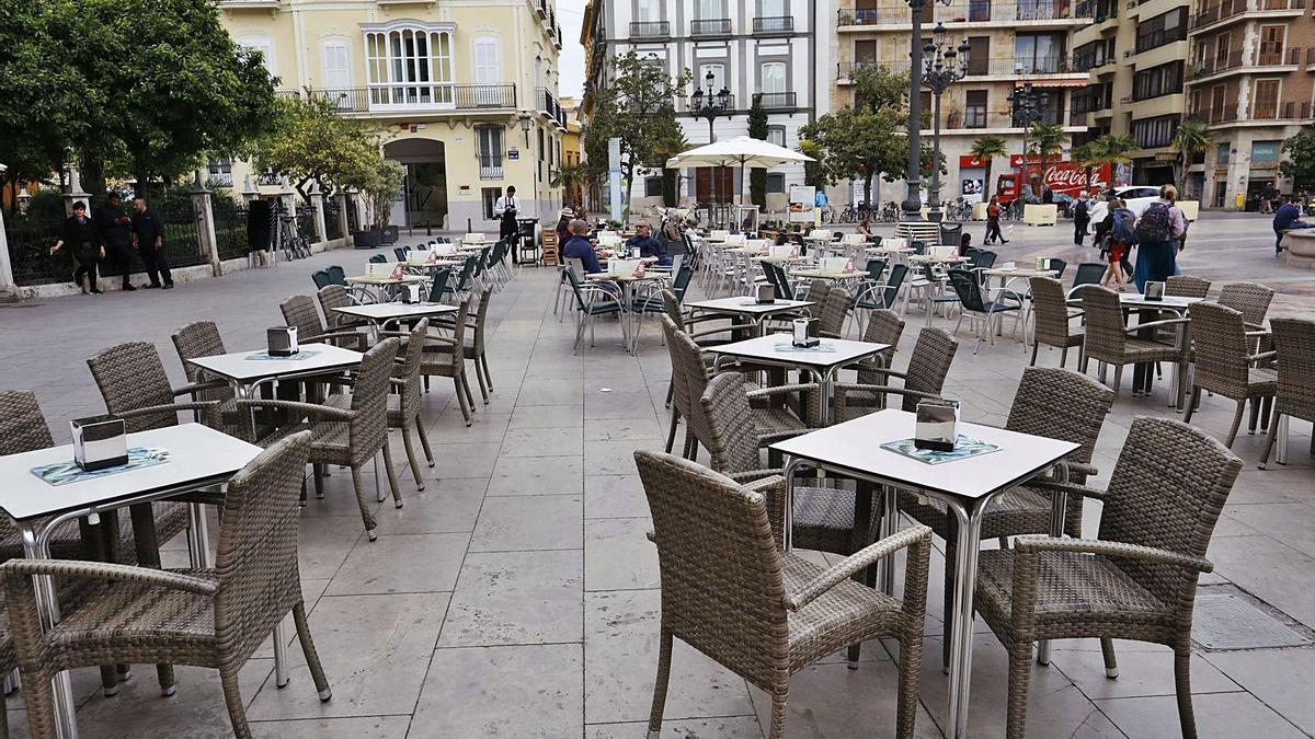 Terrazas vacías en València durante la crisis del coronavirus.