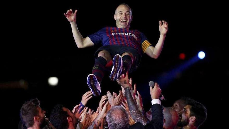 Iniesta cierra su ciclo en el Barcelona