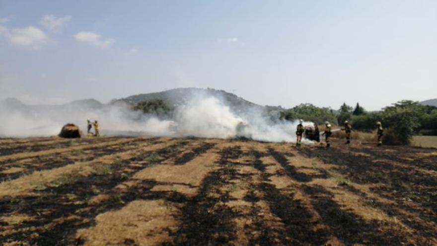 Incendio en Ibiza de material agrícola