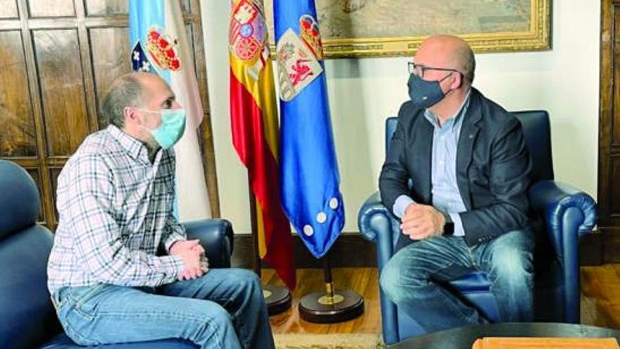 """Feijóo ve al PP """"dispuesto a hablar"""" con el PSOE sobre la moción de censura en Ourense"""