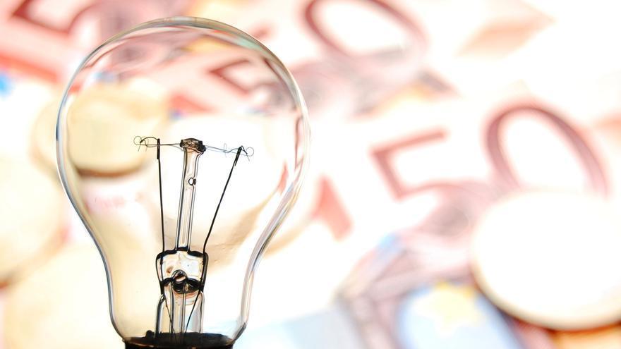 El alza de la luz infla un recibo que tiene el IVA más alto que en Alemania, Francia e Italia
