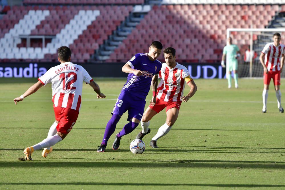 El partido entre el Almería y el Sporting, en imágenes