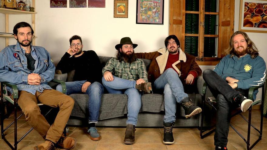 Camaleones y No Room presentan sus nuevas canciones
