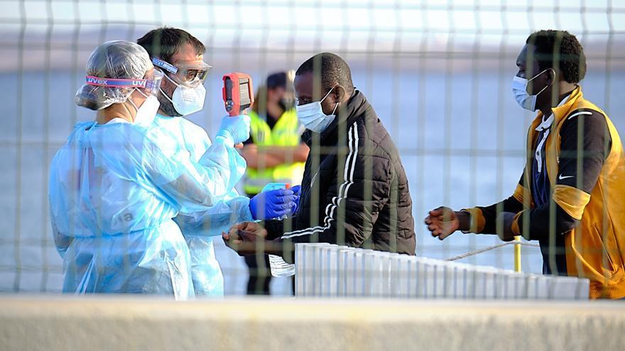 Llega a Tenerife un cayuco con 65 migrantes