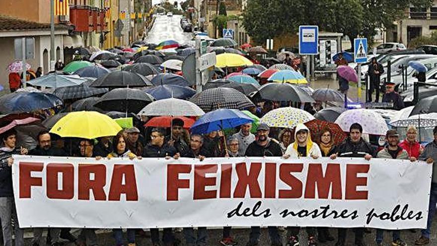 Unes 500 persones protesten a Verges contra la «ultradreta»