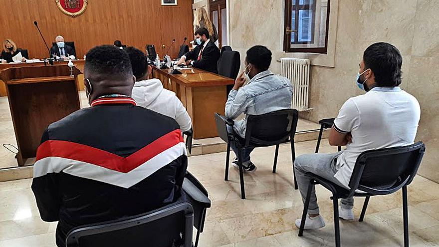 Condenados a 13 años cuatro narcos por vender droga en una barbería de Palma