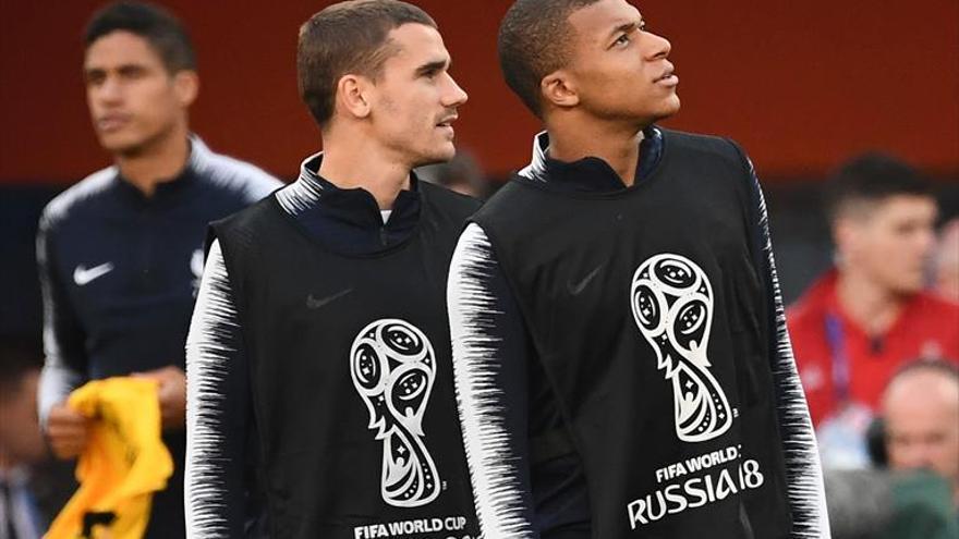 Francia quiere sellar su pase con buen juego