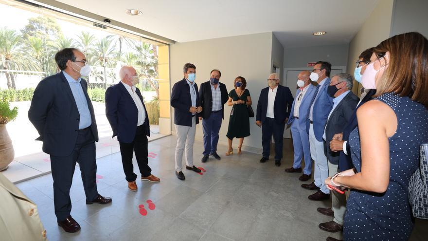 Los empresarios rechazan que una decisión política ubique el Centro de Congresos en Carrús