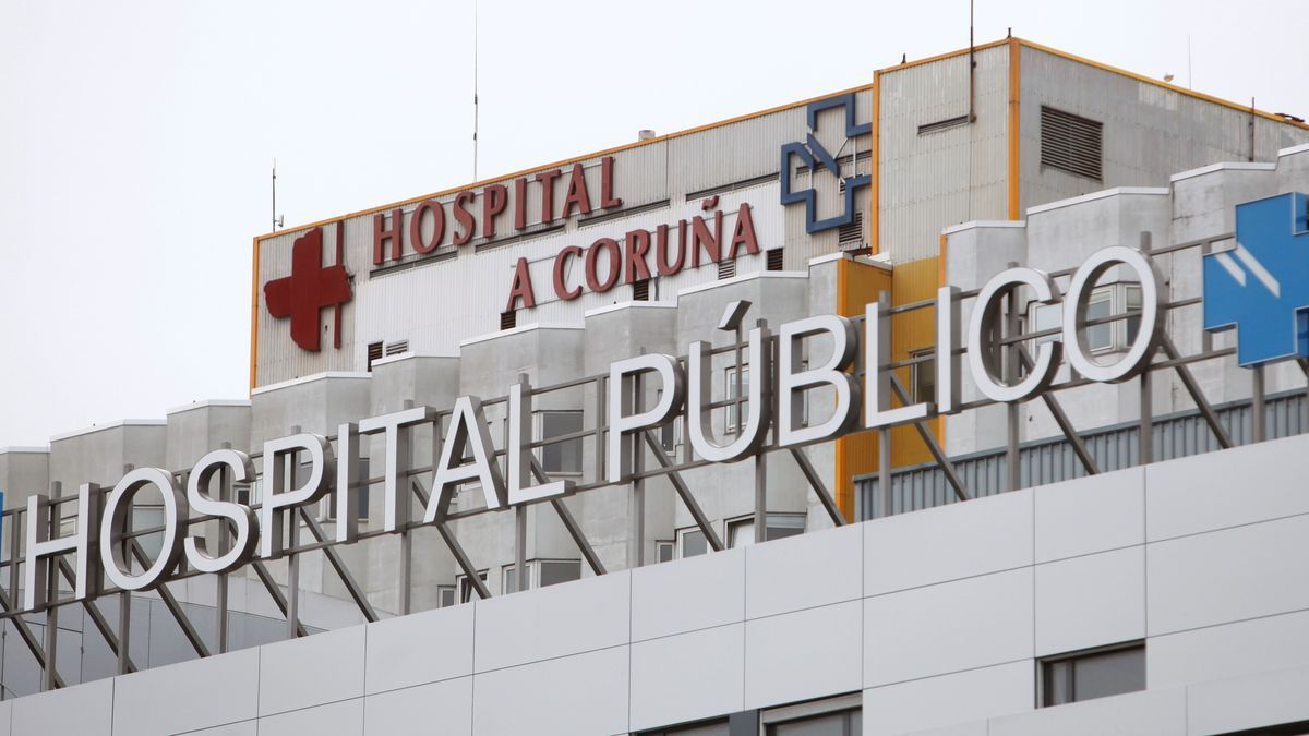 The hospital in A Coruña, where the young man was transferred.
