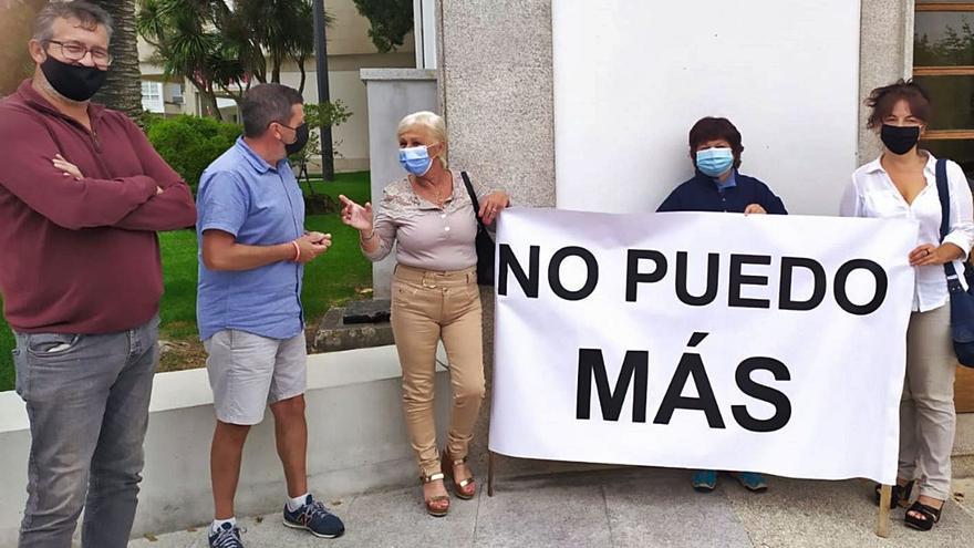 Cs y EU apoyan la protesta de la cambresa con dos dependientes