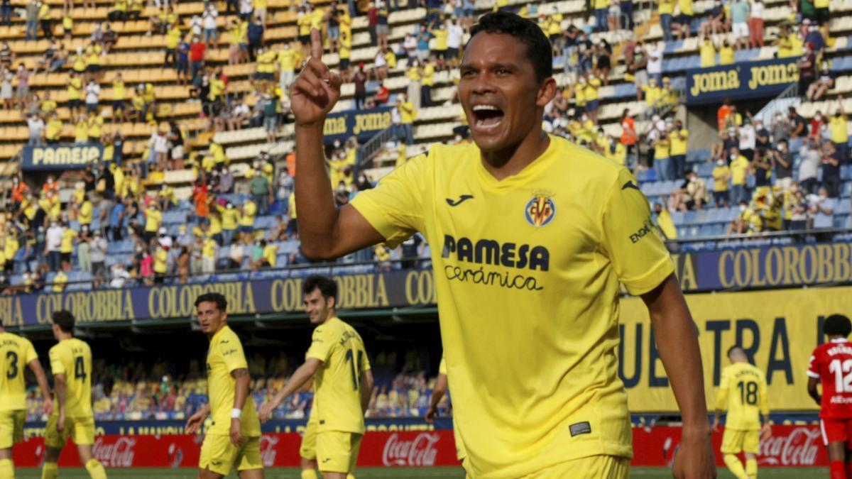 Carlos Bacca dedica uno de sus goles a su familia.